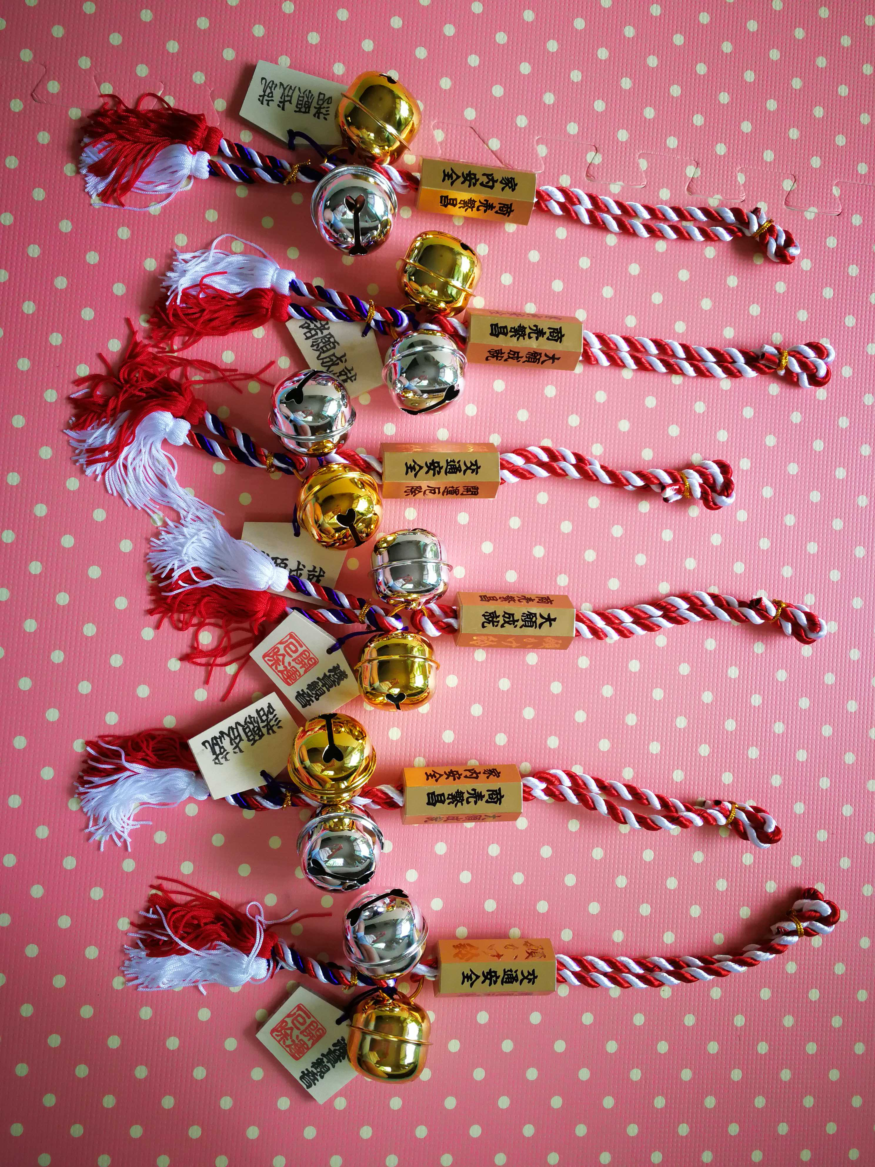 กระพรวนนำโชคสีเงิน-ทอง ของวัดเซนโซจิที่อาซากุสะ (โตเกียว)