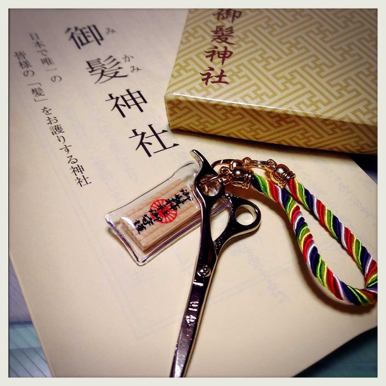 เครื่องรางเกี่ยวกับสุขภาพเส้นผม Kami Mori จากศาลเจ้า Mikami Fuku
